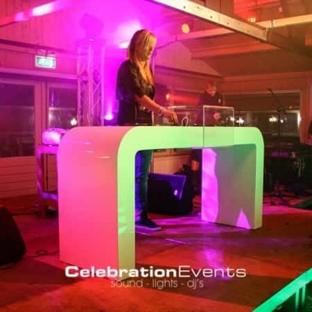DJ Marcella achte witte dj meubel