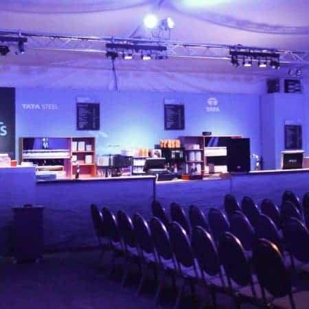 Trussboog met verlichting voor het uitlichten van de bar. Tata Chess