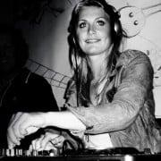 Female DJ Sofie inhuren