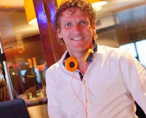 DJ huren; dj personeelsfeest en bruiloft dJ
