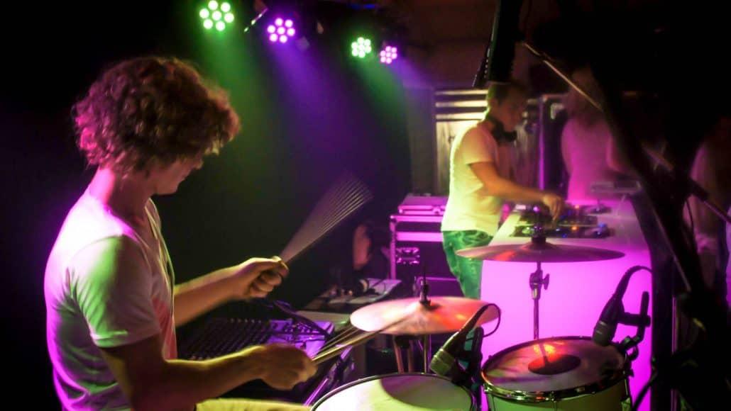 DJ met drummer