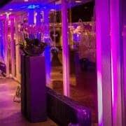 Uitlichten van gebouwen en feestzalen met LED Uplighters