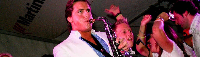 DJ met saxofonist bij Personeelsfeest Martinair