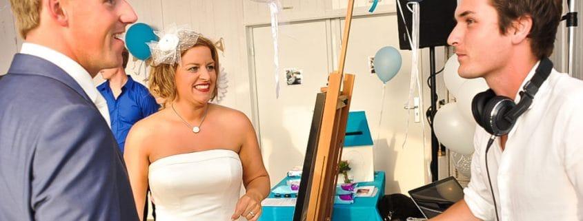 Huwelijksfeest met bruiloft DJ