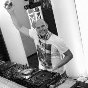 Allround DJ en VJ Ralph huren