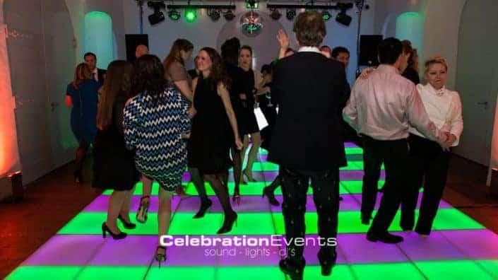 Verlichte dansvloer op het personeelsfeest Aircab