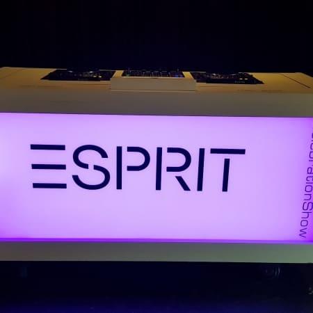 DJ Booth Basic met tijdelijke branding Esprit