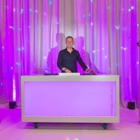 Verhuur basic DJ boot met LED verlichting