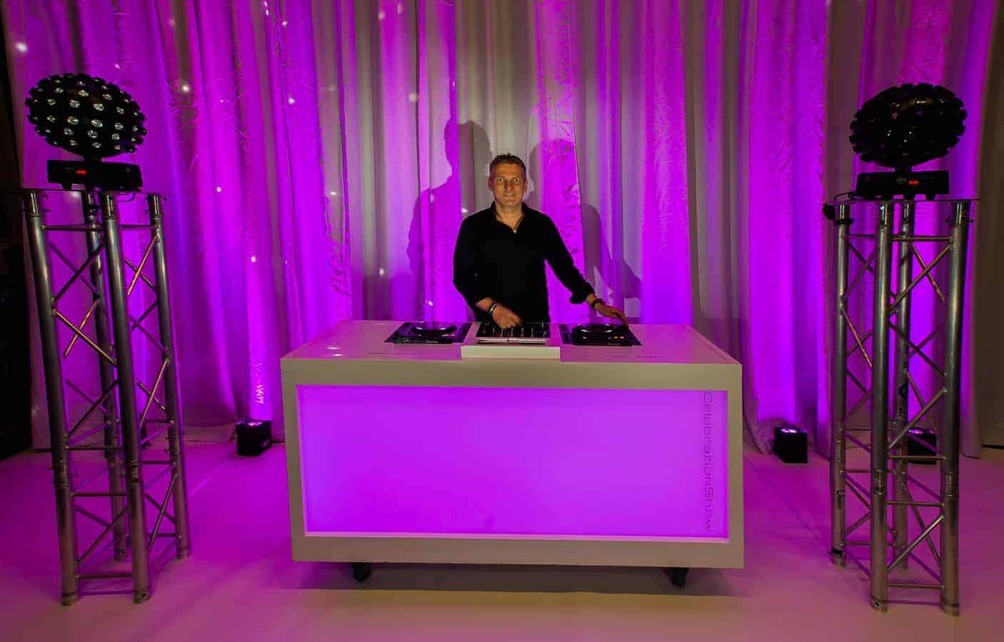 Dj Meubel Huren : Verhuur dj booth basic incl pioneer dj set