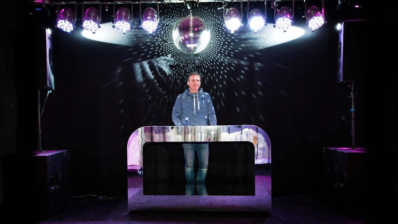 Verhuur DJ Booth Zilver