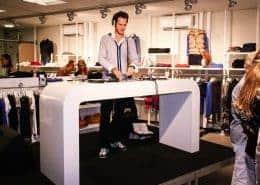 Winkelopening Den-Him