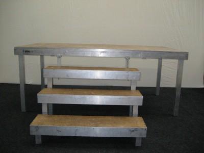 Verhuur podium trap 60 cm hoog