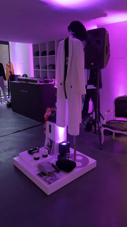 Uitlichten winkelpand voor presentatie nieuw kledingmerk