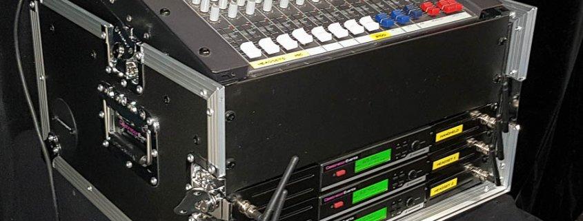Presentatie rack met 3 draadloze microffoons