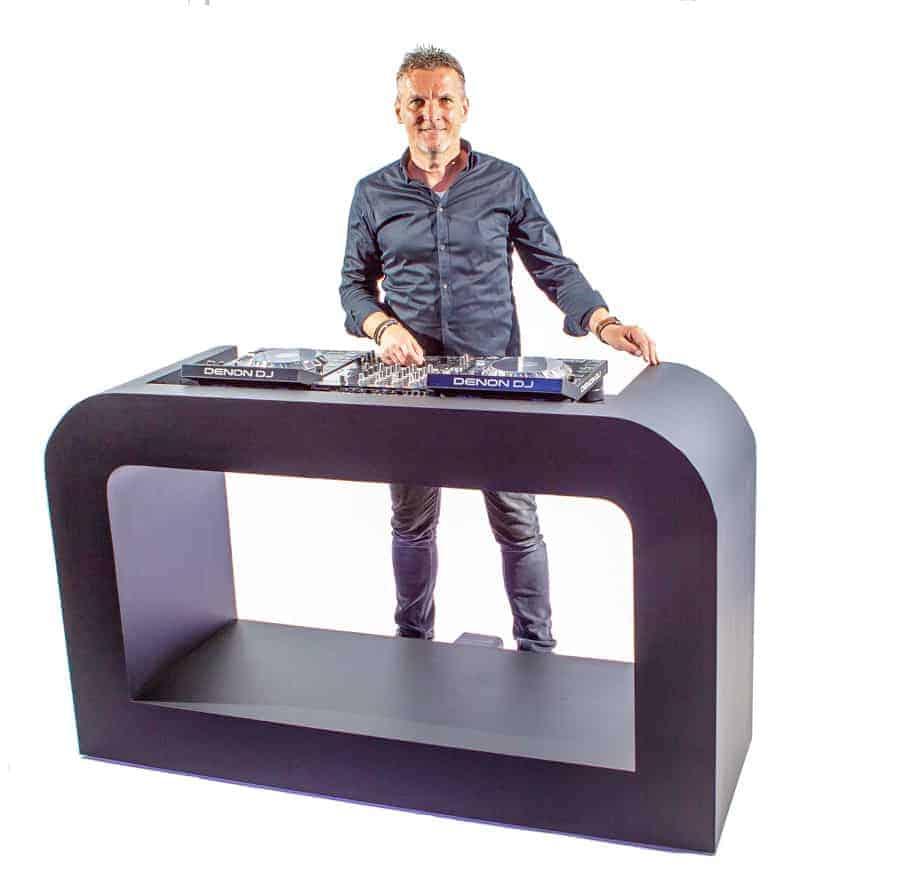 Zwart dj Verhuur zwart DJ-meubel inclusief dj-gearmeubel huren