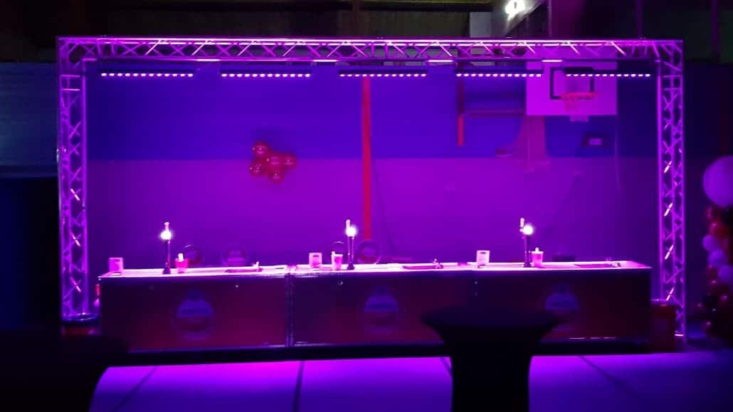 Uitlichten bar met LED strips trussboog