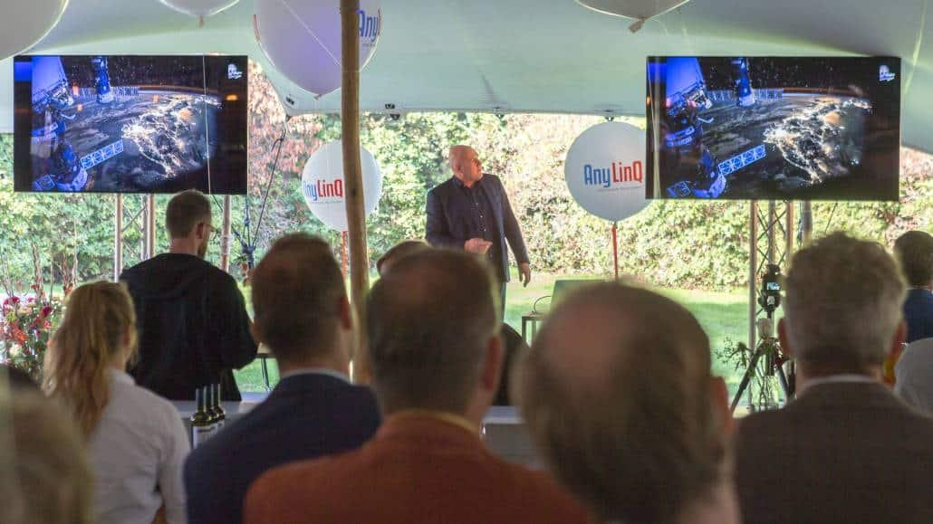 Verhuur TV schermen en audiotechniek voor presentatie André Kuipers
