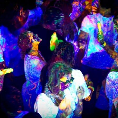 Blacklights party