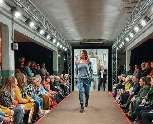 Catwalk met verlichting - Modeshow GlamFactory