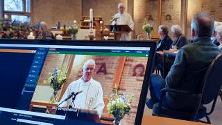 Livestreamen van uitvaart in Vredevorstkerk
