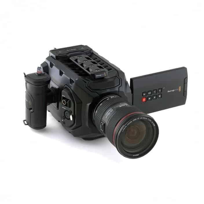 Verhuur Blackmagic Ursa 4.6. Camera met hadgrip en accu